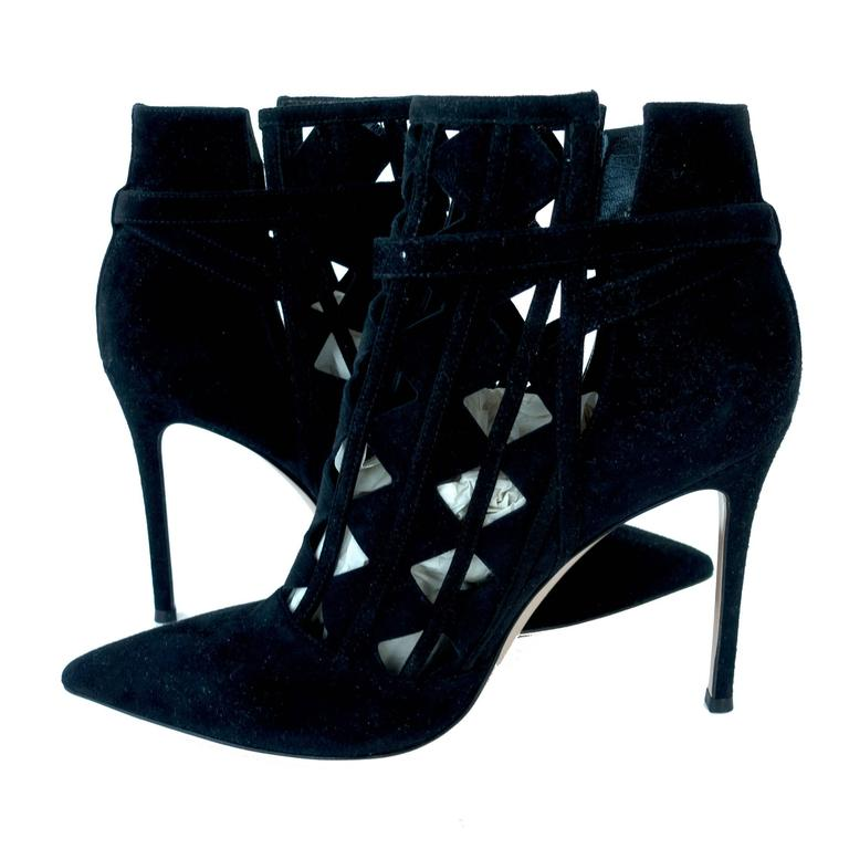 Gianvito Rossi Cutout Black Suede High Ankle Bootie Chic size 40.5