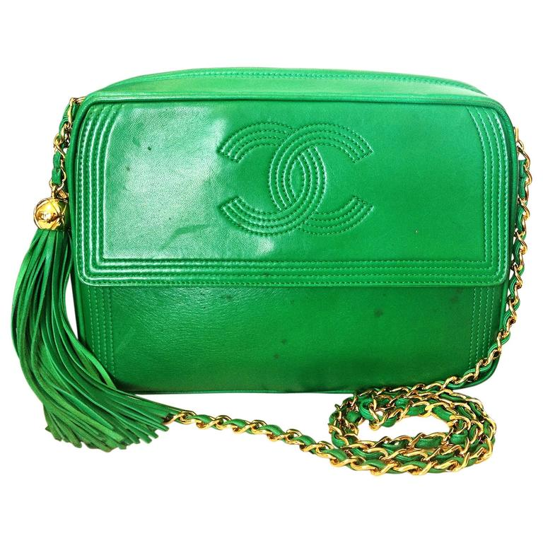 1990s vintage CHANEL green lamb leather camera bag style chain shoulder bag. For Sale