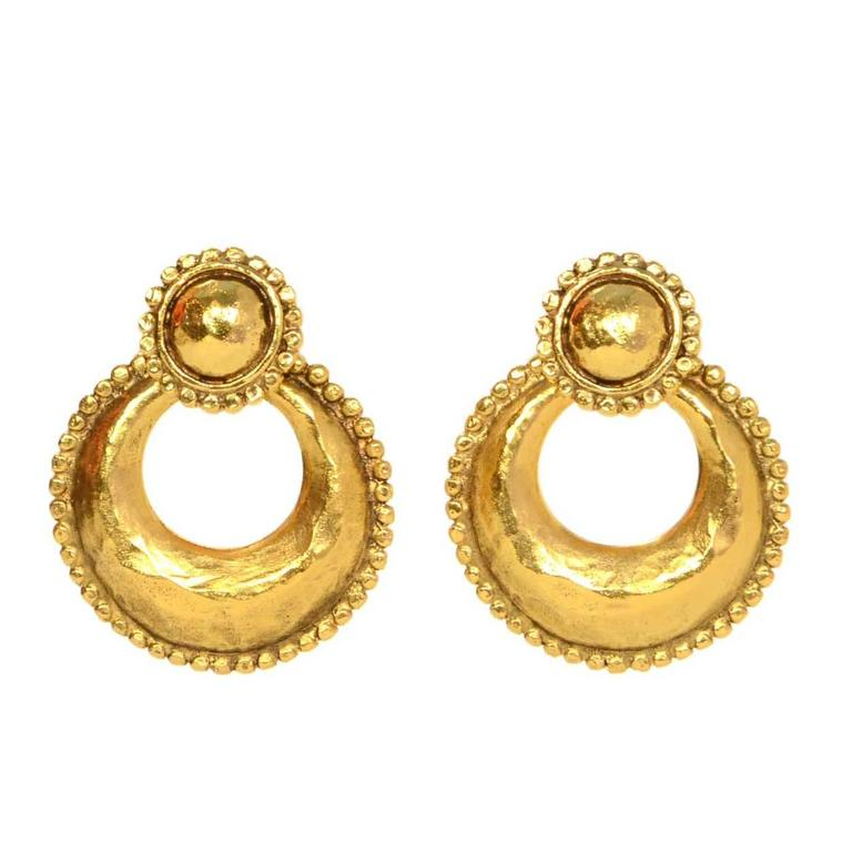 Chanel Vintage '87 Hammered Gold Hoop Clip On Earrings For Sale