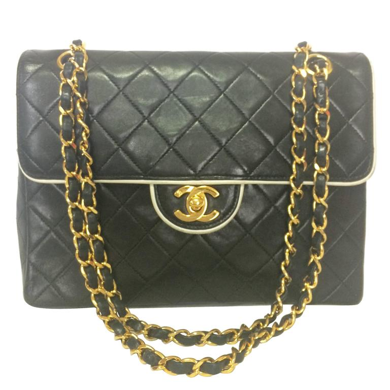 Vintage Chanel black and white lambskin 2.55 shoulder bag with golden chains For Sale