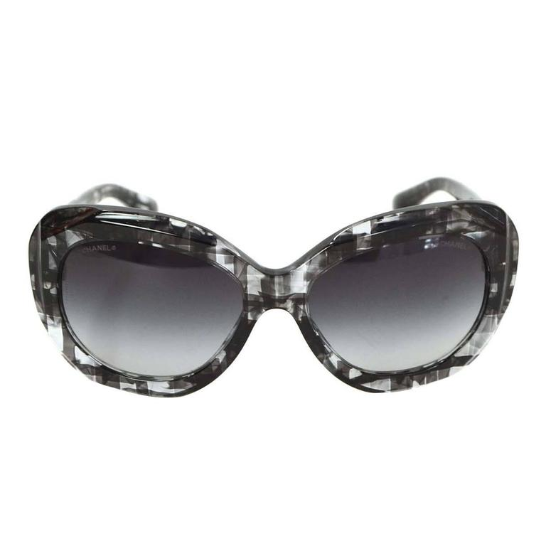 132b5dda70 Chanel Clear and Black Plaid Print Resin Sunglasses For Sale at 1stdibs