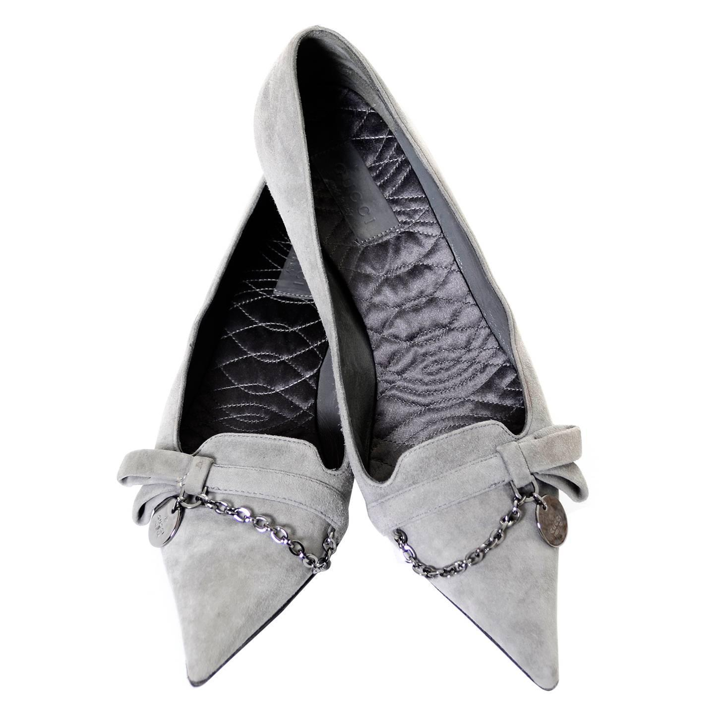 e23c89bdba23 NEW Vintage Gucci Gray Suede Shoes Chain Detail Kitten Heels Medallion 7.5  B For Sale at 1stdibs