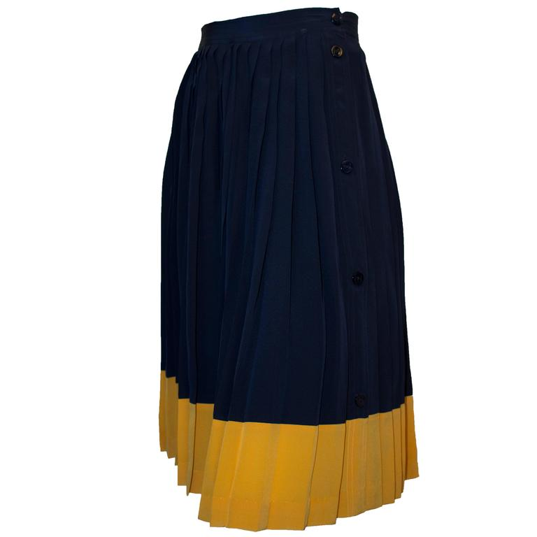 4a55691fe 80s Gucci Knife Pleat Skirt For Sale at 1stdibs