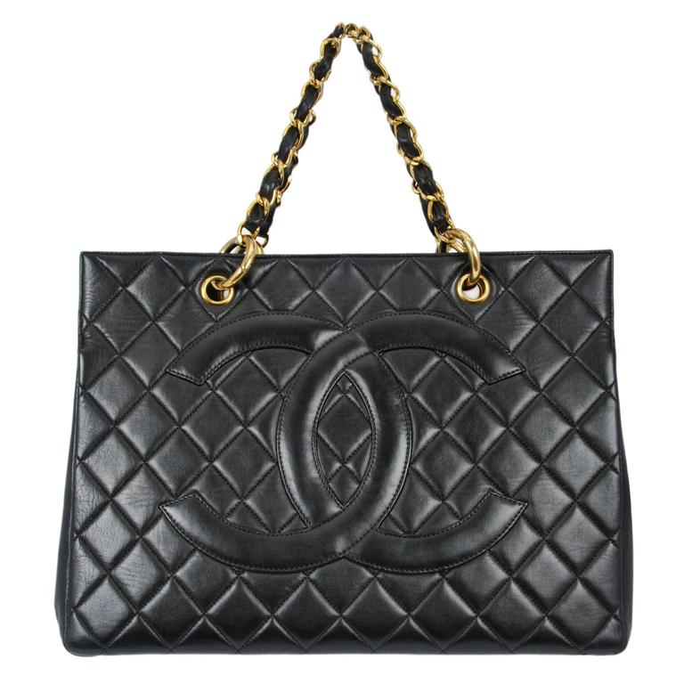 Chanel Black Leather Quilted CC Purse For Sale