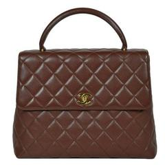 Vintage CHANEL dark brown caviar leather kelly handbag with golden CC closure.
