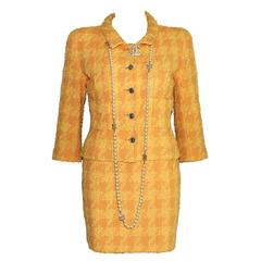 Naomi's Vintage 1990s Chanel Peach Houndstooth Boucle Tweed Skirt Suit