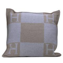 Hermes Avalon Cushion Grand Modele 70 cmCoco/Camomile Color 85% Woll 15% Cachem