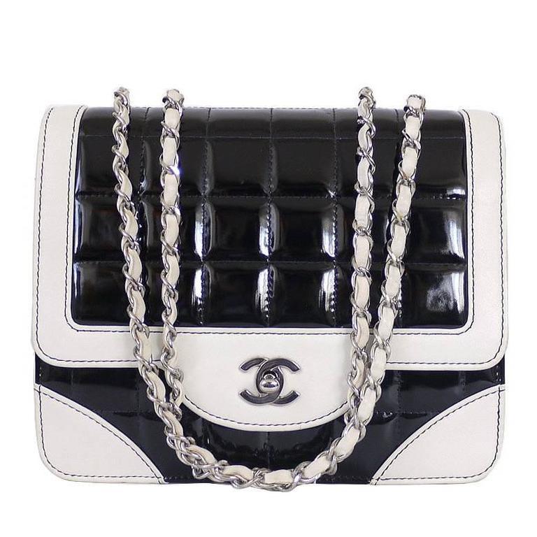 113e5a869 Vintage Chanel Bicolor Classic Flap Crossbody Shoulder Bag at 1stdibs