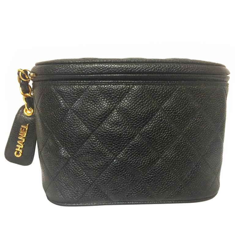 MINT. Vintage CHANEL black caviar leather purse pouch. Can be waist bag. For Sale