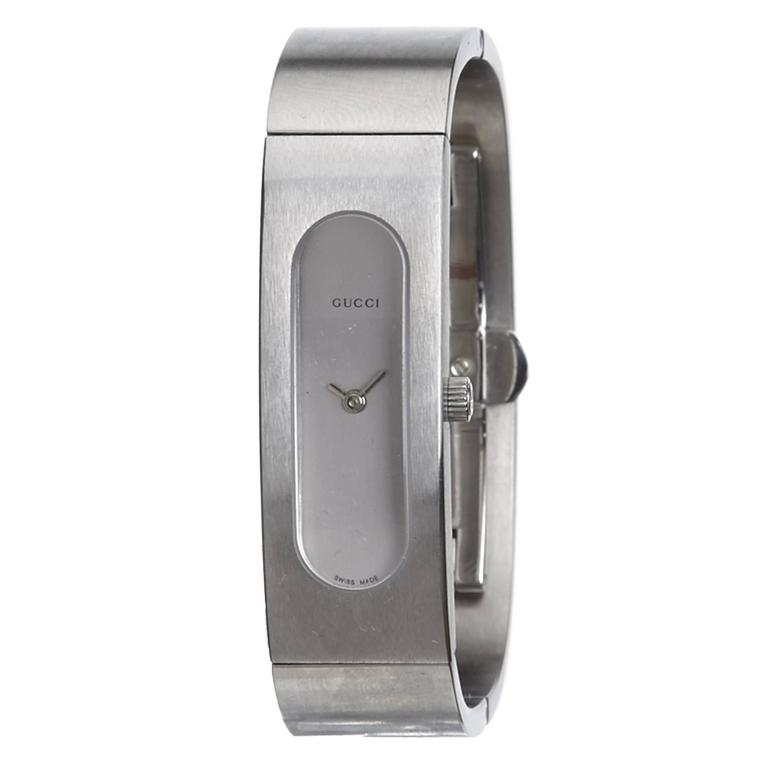 ef0caaaba8e Gucci Silver 2400S Bangle Watch For Sale at 1stdibs