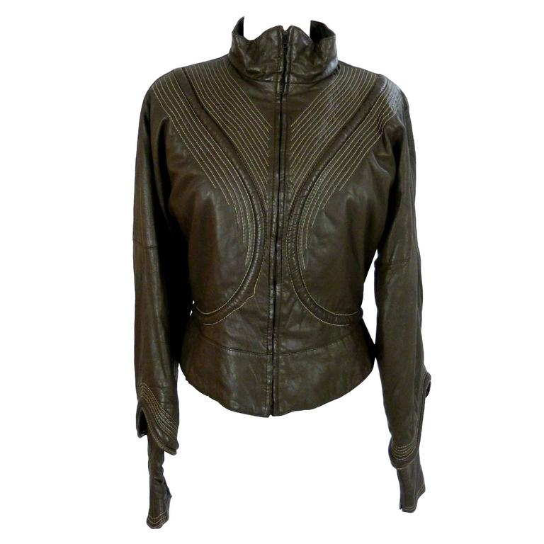 Gianfranco Ferrè vintage 1980s women's brown leather motorcycle jacket size 46 For Sale