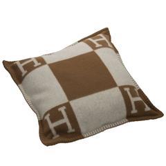 """Hermes """"Avalon"""" Cushion Petit Modele 50 cm Ecru / Camel Color 90% Woll 10% Cache"""