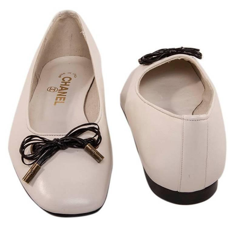 Chanel White Lamb Leather Ballet Flats Size 37 For Sale