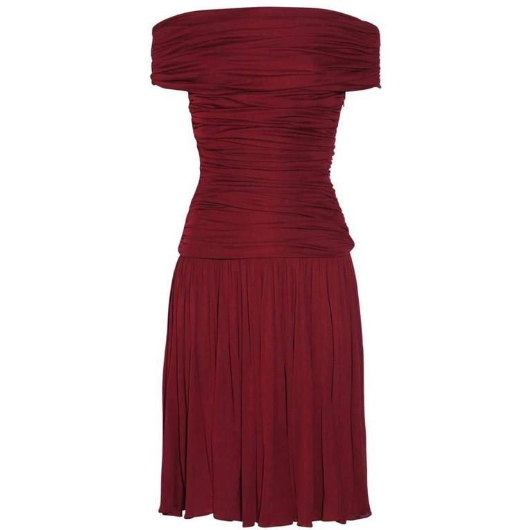 New GIAMBATTISTA VALLI Stretch Satin Off-the-Shoulder Dress Burgundy  For Sale