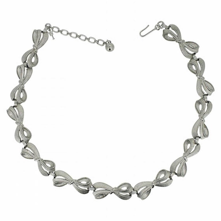 Trifari 1960s Vintage Silver Tone Bow Necklace For Sale at