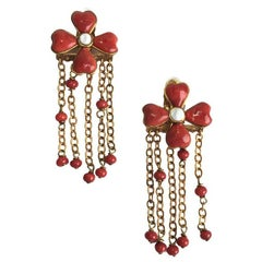 MARGUERITE DE VALOIS Clip-on Earrings in red Molten Glass