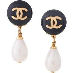 Chanel Vintage Black Tear Drop Pearl Charm Evening Dangle Drop Earrings in Box