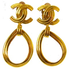 Chanel Vintage Gold Tear Drop Charm Evening Dangle Drop Earrings