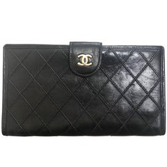 Chanel Vintage Classic black leather wallet with golden CC motif