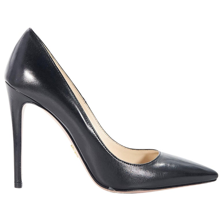 c9157f7525 Prada Black Leather Pointed Toe Pump For Sale at 1stdibs