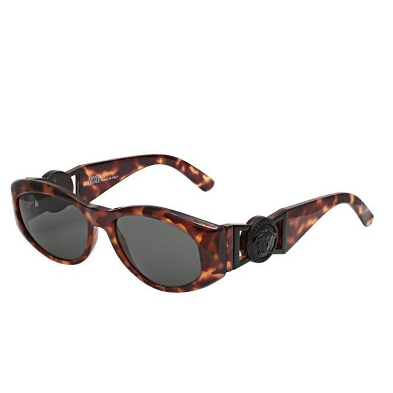 bd1de6dd09e1 Gianni Versace Sunglasses Mod 424 N For Sale at 1stdibs