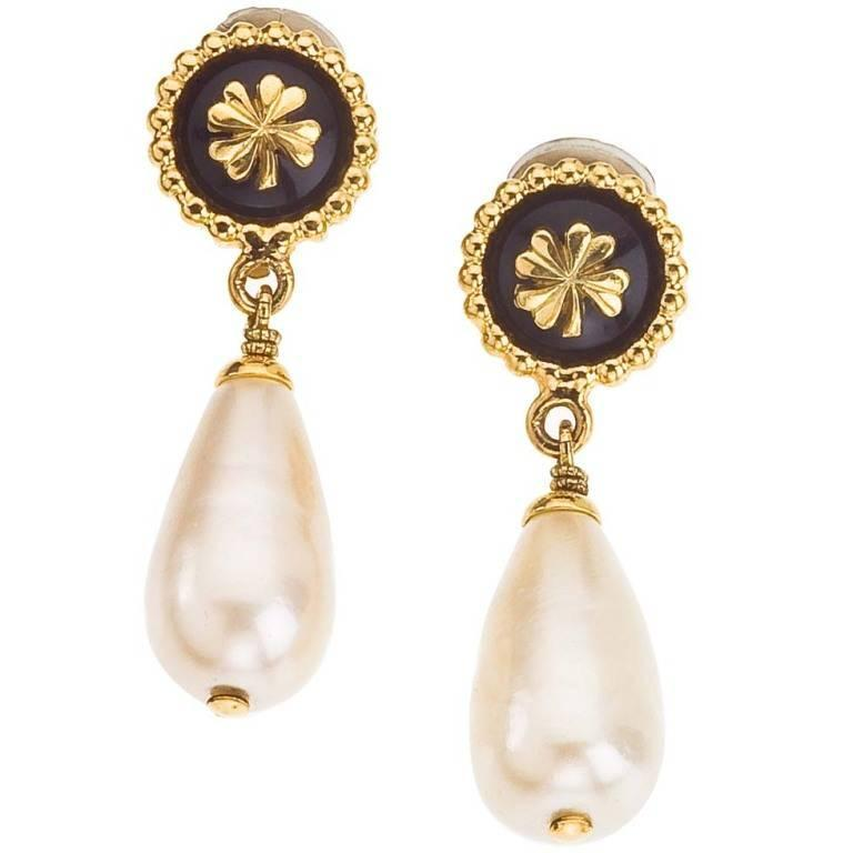 Chanel dangling earrings with clover and pearls 1