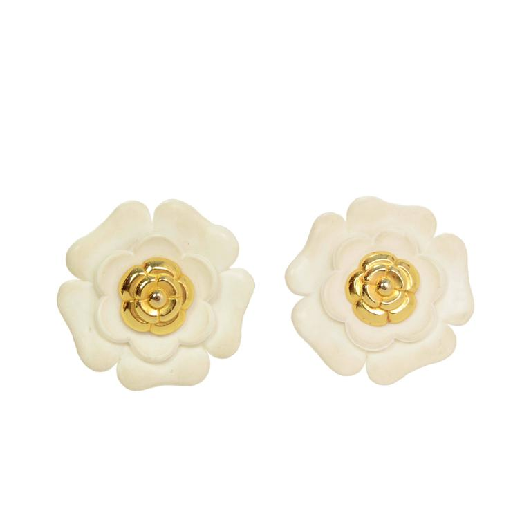 Chanel Vintage '60s Ivory & Gold Camelia Flower Clip On Earrings For Sale