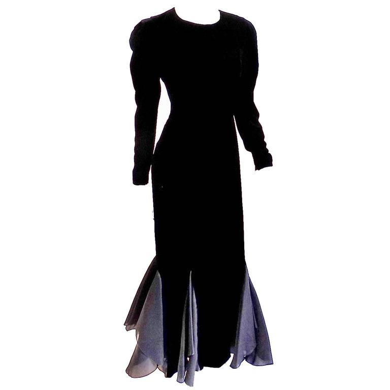 Carolina Herrera Black Velvet  Long sleeves elegant evening Gown 1