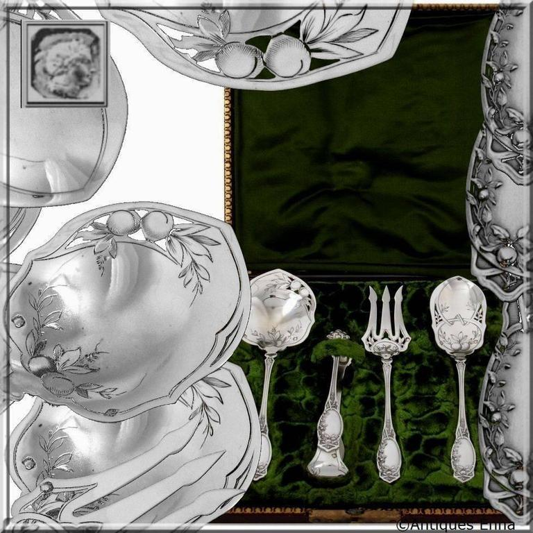 Head of Minerve 1st titre for 950/1000 French Sterling Silver guarantee.  An exceptional set from the point of view of its design as well as the quality of the engraving. In Art Nouveau style, the upper parts and spatulas are decorated with apples,