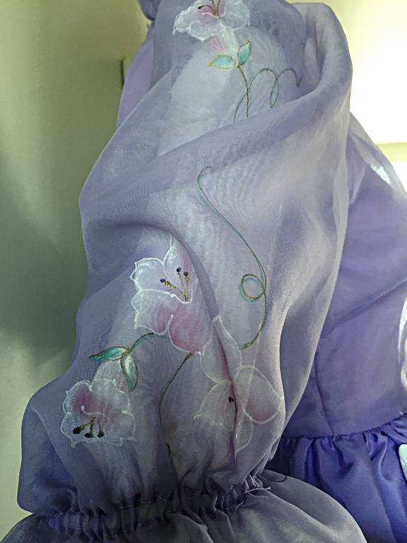 Beautiful Vintage Richilene Light Purple / Lilac Hand Painted Flower Silk Dress In Excellent Condition For Sale In Chicago, IL