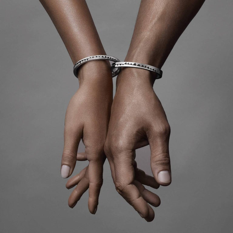 18K white gold AKILLIS Capture Me bracelet two sides, paved with white diamonds, one full-set side and one half-set side Diamonds (cts): 2,186                                                                                          The new AKILLIS