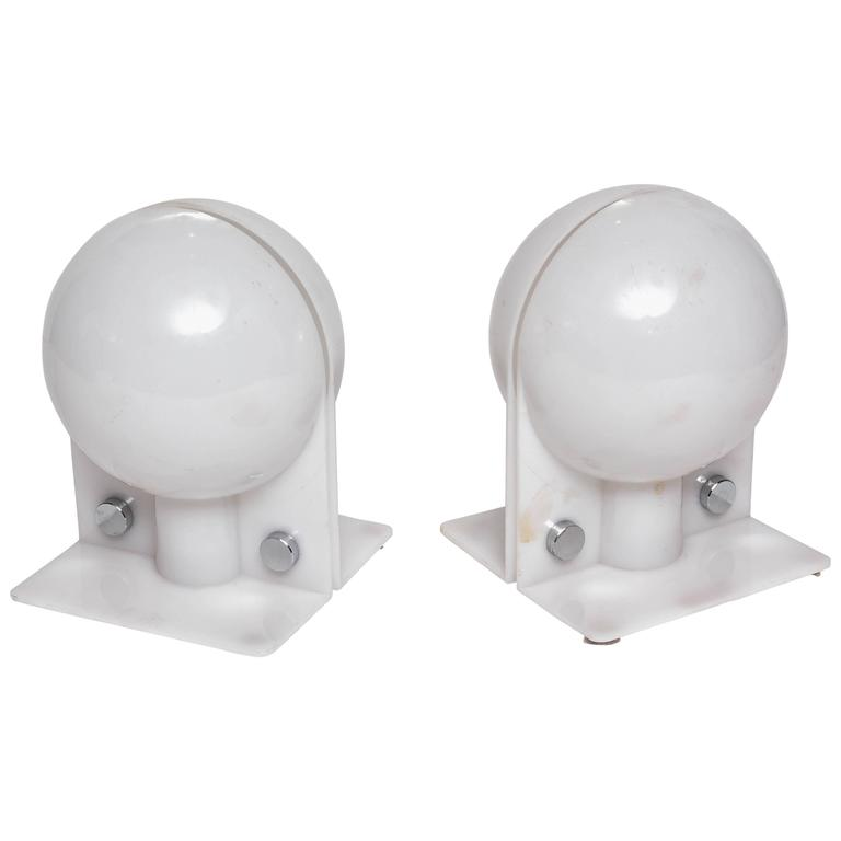 Pair of White Table Lamps, Modern, Vintage, Italian, by Brazzoli for Guzzini For Sale