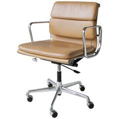 Eames EA 217 Soft Pad Chair