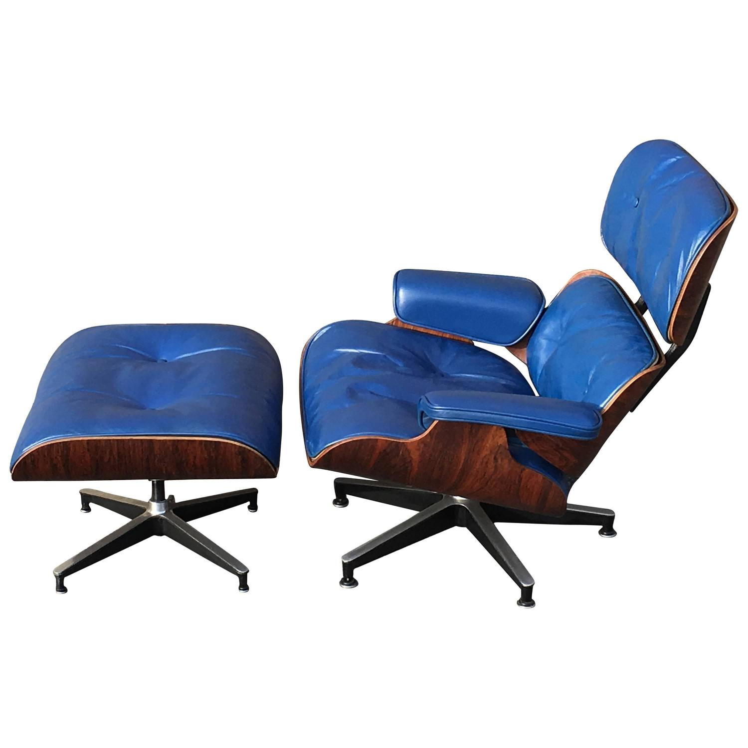 original rosewood herman miller eames lounge in special order blue at 1stdibs. Black Bedroom Furniture Sets. Home Design Ideas