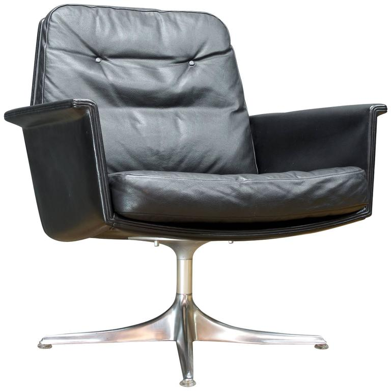 Black leather swivel lounge chair by horst bruning for cor for Swivel club chair leather