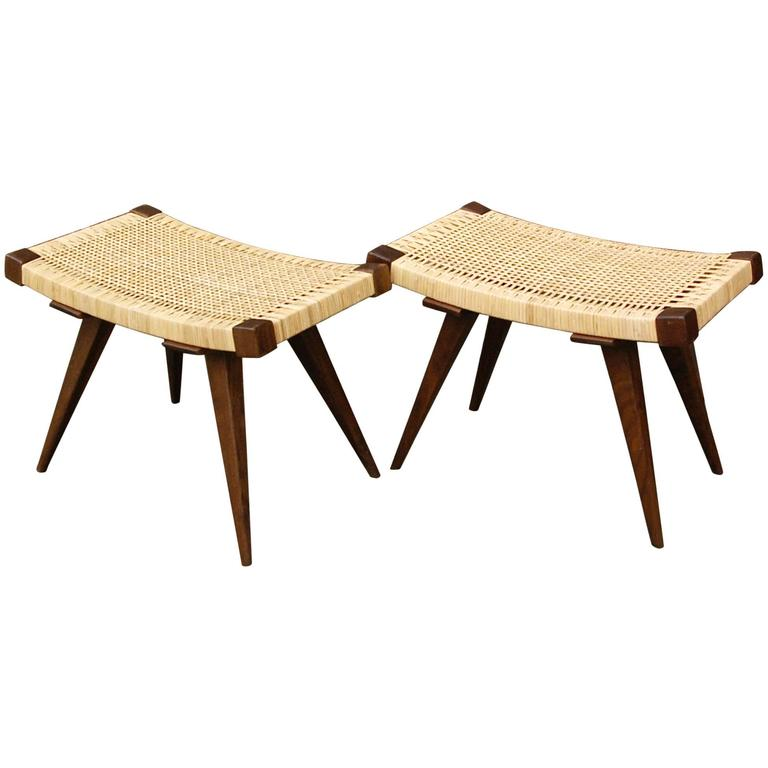 Exceptionnel Mid Century Modern Woven Caned Ottoman For Sale