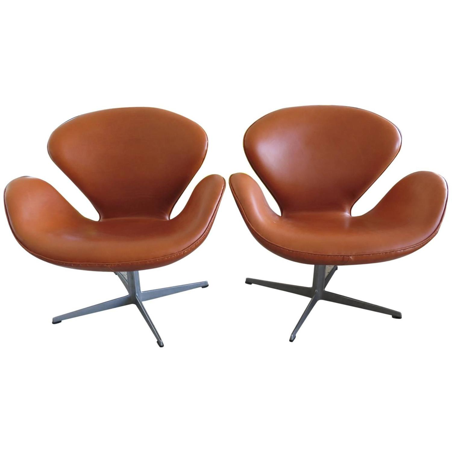 This arne jacobsen swan chair in cognac leather by fritz hansen is no - Pair Of Vintage Arne Jacobsen Fritz Hansen Swan Chairs