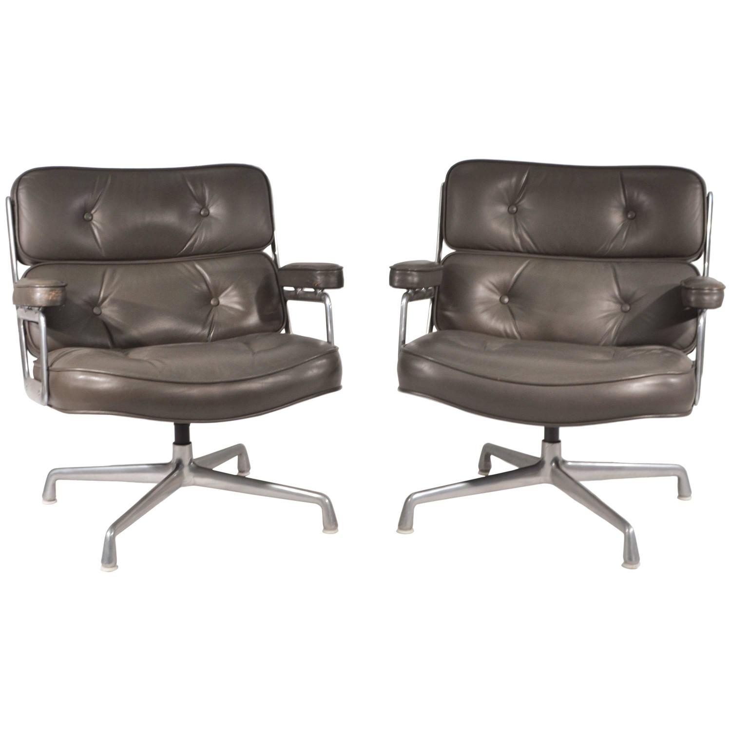Pair Of Eames Aluminum Group Soft Pad Lounge Chairs At 1stdibs