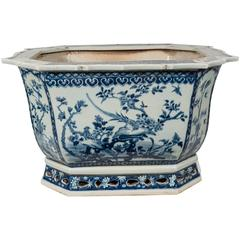 A Chinese Porcelain Blue and White Planter