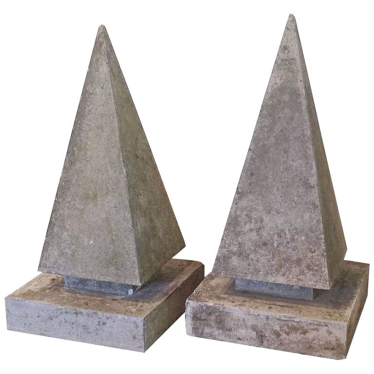 Delicieux Pair Of Extra Large English Garden Stone Obelisk Copings For Sale