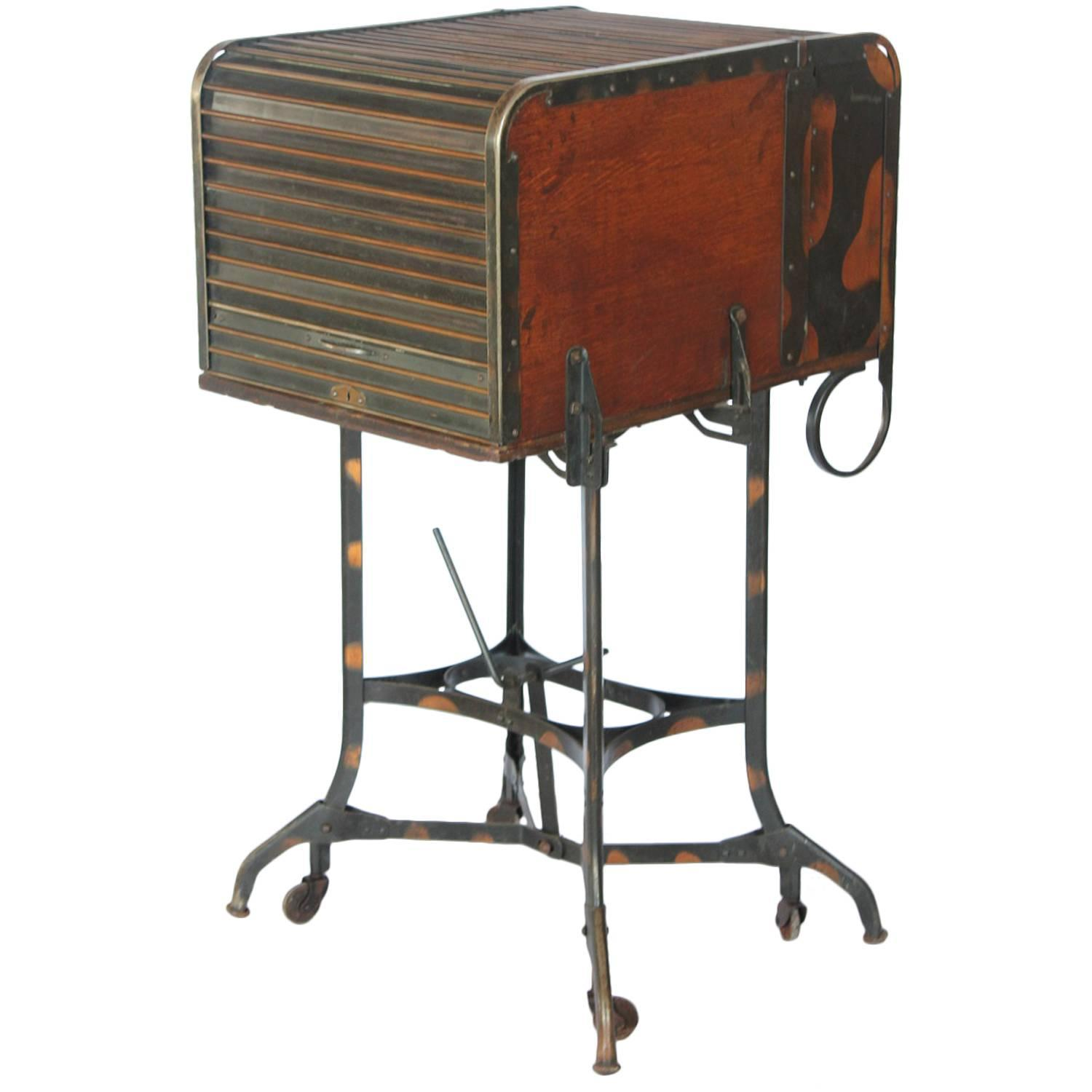 Exceptionnel Early 1900s American Industrial Roll Top Desk/Table By Toledo
