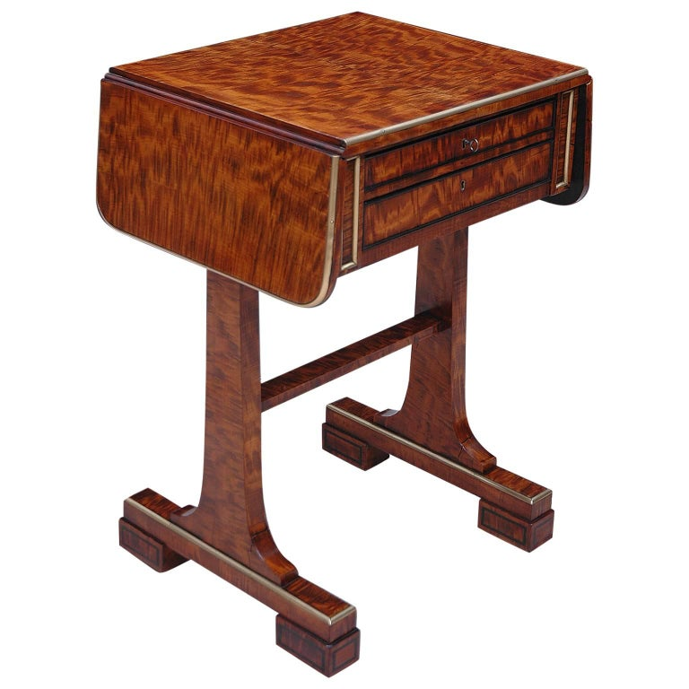 Small English Regency Pembroke Work Table in Highly Figured Plum Mahogany  For Sale