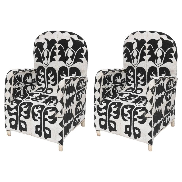 Superbe Pair Of Beaded African Chairs For Sale