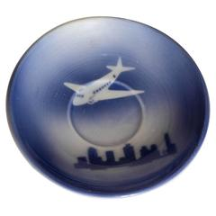 1940s Syracuse China Stylized DC 3 Saucer above Skyscraper City Scape