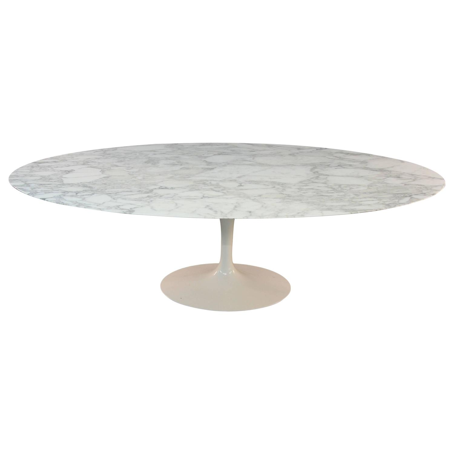 Eero saarinen marble top oval dining table for knoll at Oval dining table