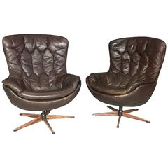 H.W. Klein Pair of Sculpted Tufted Leather Swivel Chairs, Denmark, 1970