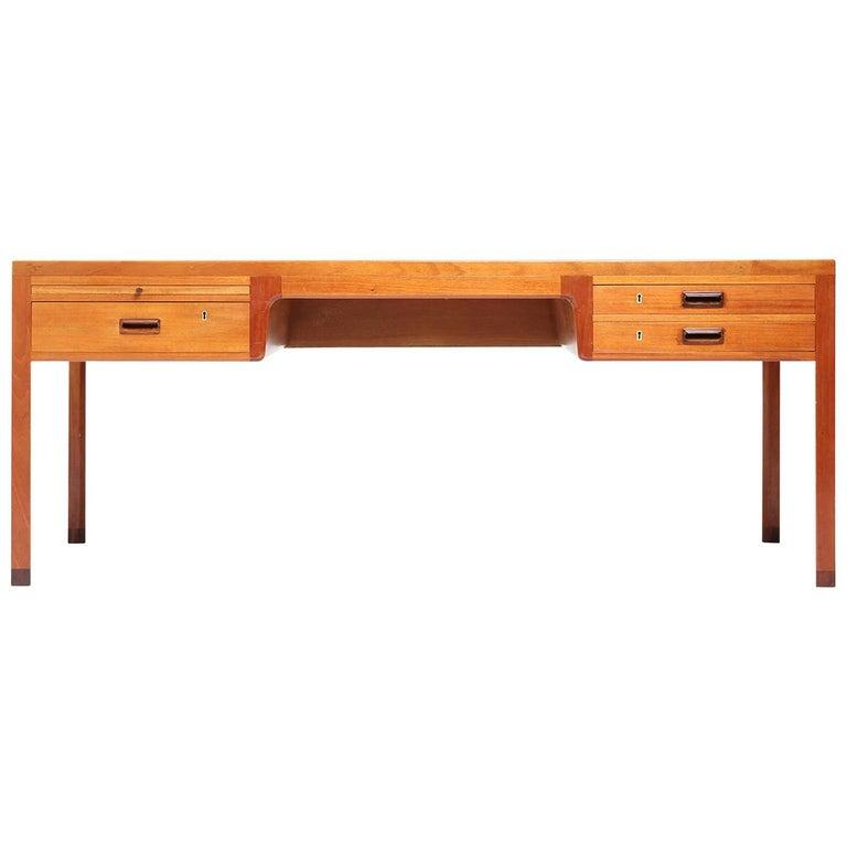1950s Danish Superb Desk by Ejner Larsen and Aksel Bender Madsen for Willy beck For Sale