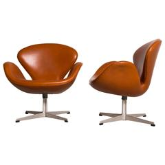 Early Arne Jacobsen Pair of Swan Chairs for Fritz Hansen, 1950s