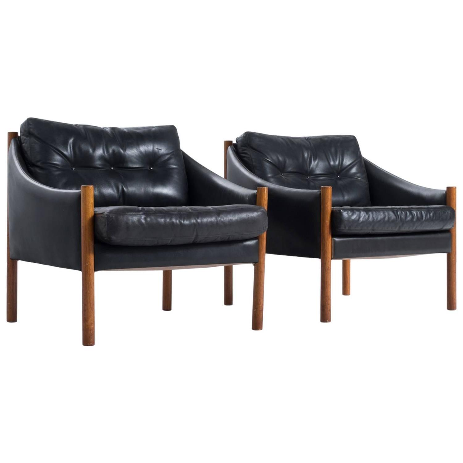 set of two easy chairs in black leather for sale at 1stdibs