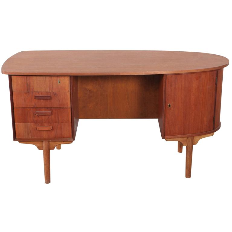 "Curved ""Journalist"" Desk with Open Back Display Shelf"